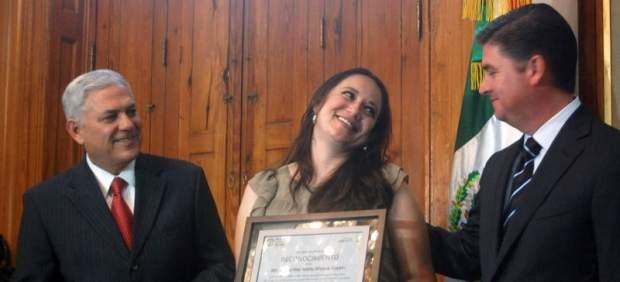 Reconocimiento a una maestra mexicana