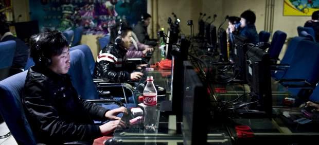 El Ejército chino prohíbe a sus soldados socializarse en Internet