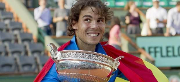 Nadal con la bandera de España en Roland Garros