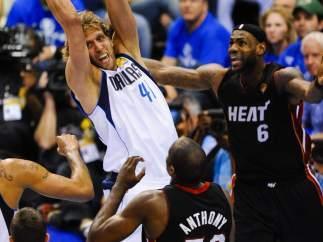 Nowitzki, Lebron James y Anthony en el Dallas - Miami Heat