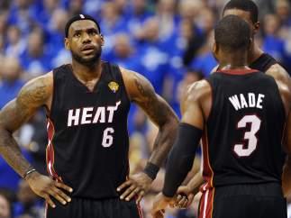 Lebron James y Dwayne Wade, de Miami Heat