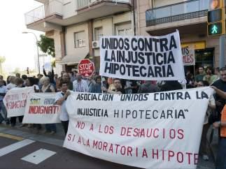 Cataluña lidera al país en número de desahucios, concursos de acreedores y en deuda pública