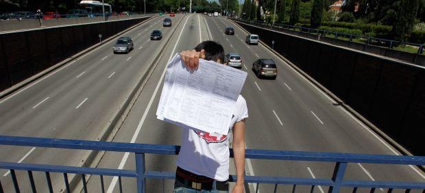 Isaac Manuel, en Madrid, muestra las denuncias que ha recibido