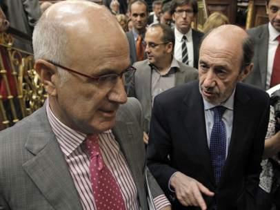 Josep Duran i Lleida charla con Alfredo Pérez Rubalcaba