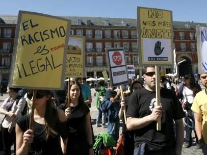 Protesta de SOS Racismo en la Plaza Mayor de Madrid