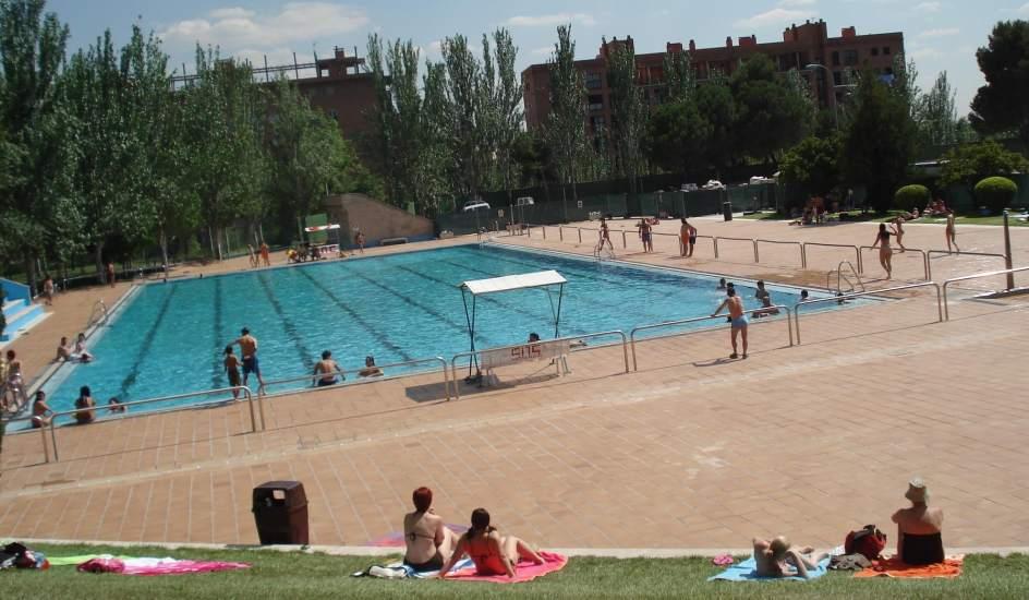 El ayuntamiento de madrid sube un 2 6 el precio de las for Piscinas verano madrid