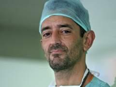 El doctor Cavadas reconstruye una separación de columna vertebral
