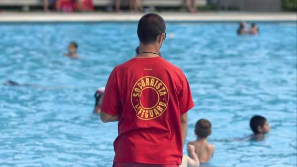 Fallecen cuatro ni os ahogados este fin de semana for Piscina publica zaragoza