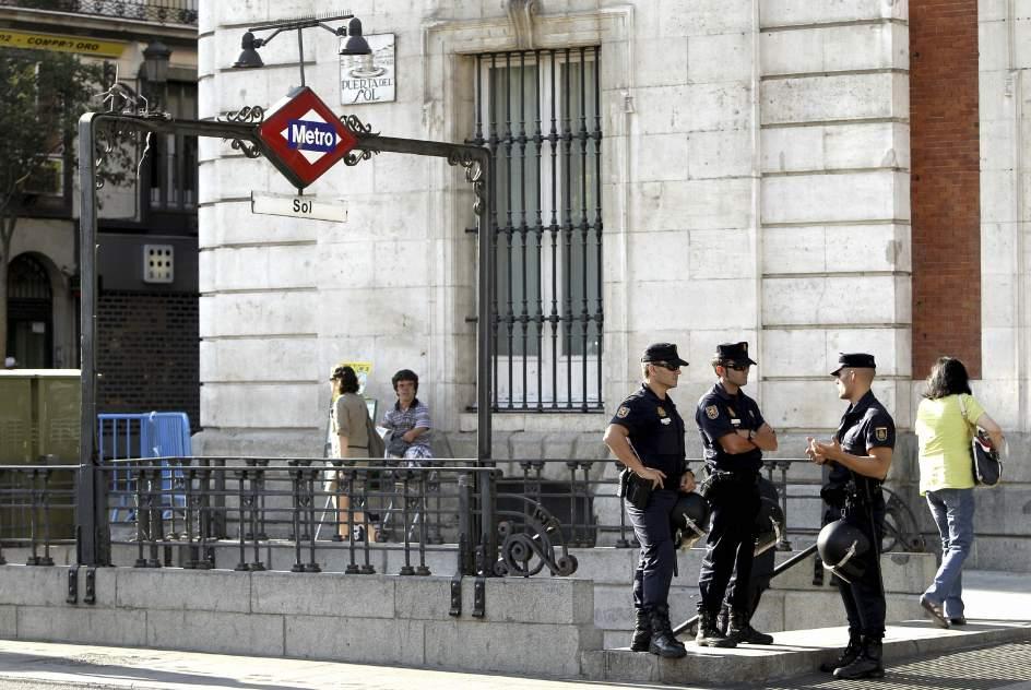 Polic as franceses patrullan en madrid durante la semana santa - Casa emilio benalmadena ...