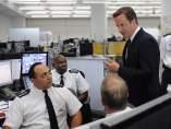 Cameron visita a la Policía Metropolitana