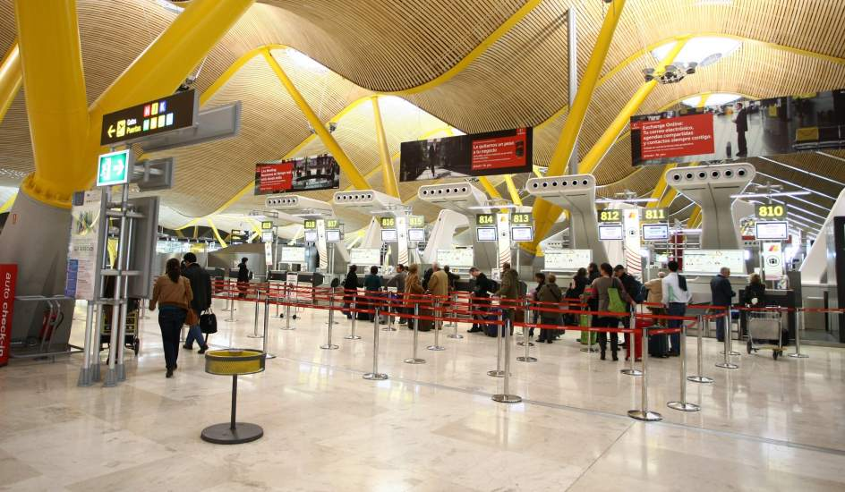 Pasajeros en el aeropuerto de Madrid-Barajas