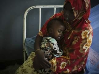 Una madre con su hijo en Somalia