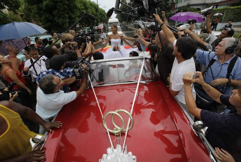 Una boda transexual en la habana reta a la cuba de castro for Cuba motors el paso