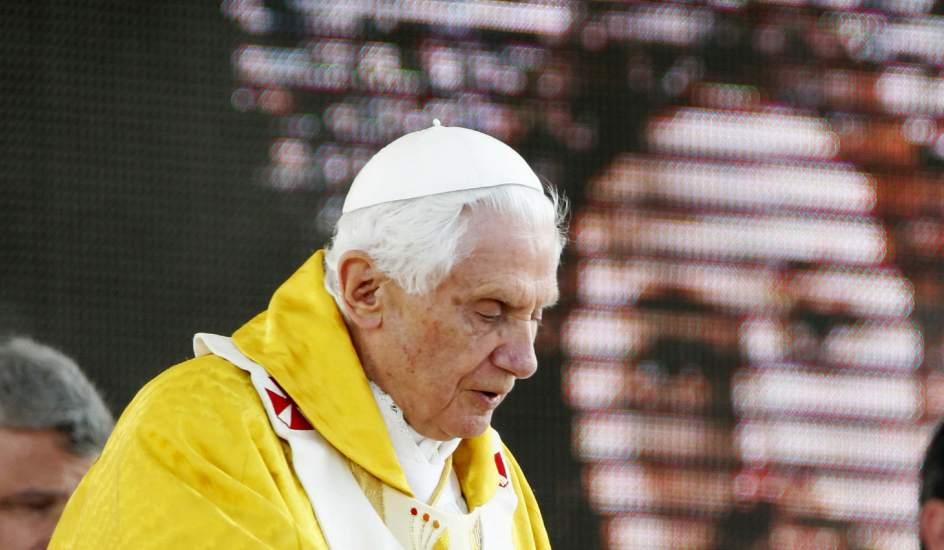 Incensación. El papa Benedicto XVI durante la incensación en la misa de clausura de la XXVI Jornada Mundial de la Juventud.