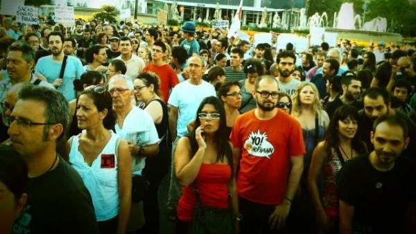 Barcelona protesta contra la reforma constitucional