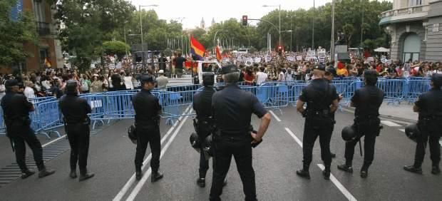 El 15-M protesta contra la reforma constitucional para limitar el déficit público