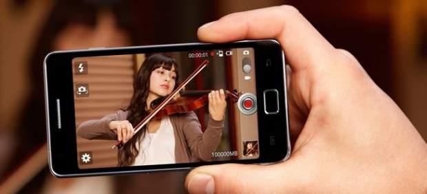 Un tribunal rechaza la petición de Apple de prohibir la venta de 'smartphones' Samsung