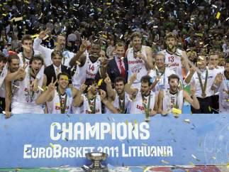 La selección española celebra el europeo