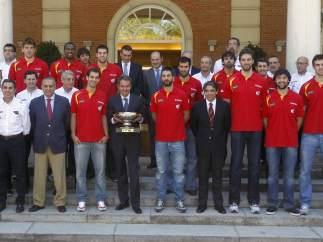 Zapatero recibe a la selección de baloncesto