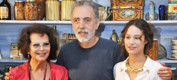 El director de cine Fernando Trueba, junto a las actrices Claudia Cardinale y Aida Folch.