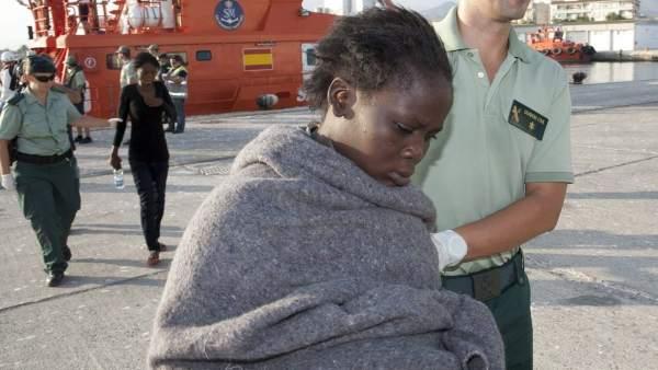 Una inmigrante tras llegar a Motril