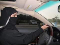 Arabia Saudí levanta la prohibición y permitirá a las mujeres conducir
