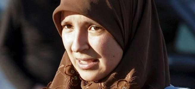 Joven con hiyab