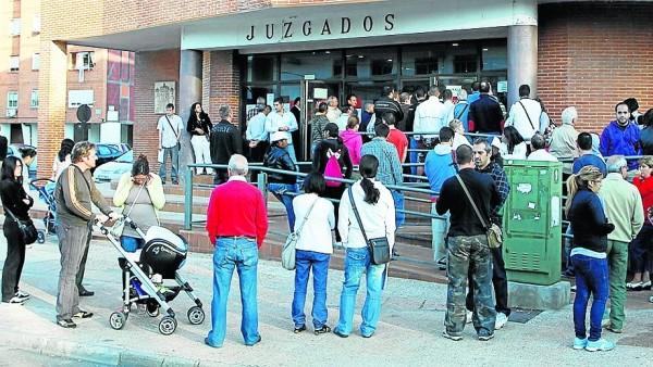 Los registros civiles de madrid se desbordan por falta de for Oficina registro comunidad de madrid