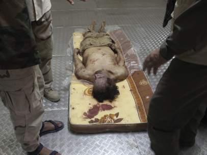 Cadáver de Gadafi
