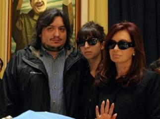 Máximo Kirchner, junto a su madre y su hermana