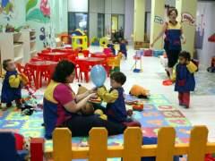 Carmena recupera la gestión de las escuelas infantiles públicas y ofrecerá el cheque guardería