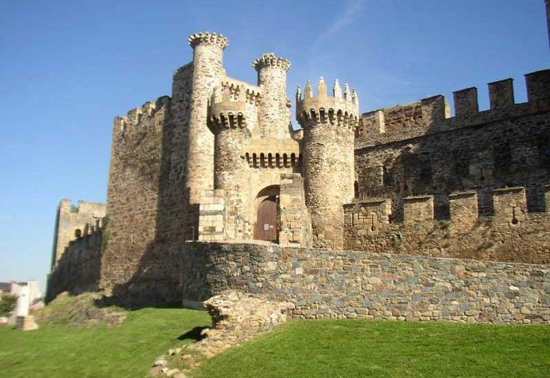 Ponferrada Spain  city photo : ... vista del Castillo de los Templarios en Ponferrada. FLICKR/Freecat