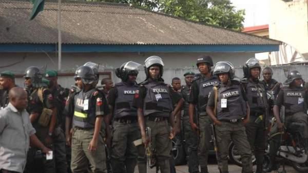 Policías nigerianos