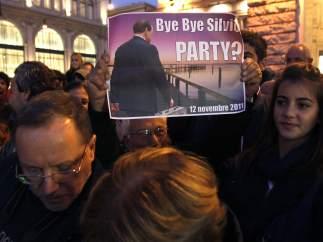 Pancarta sobre la marcha de Berlusconi