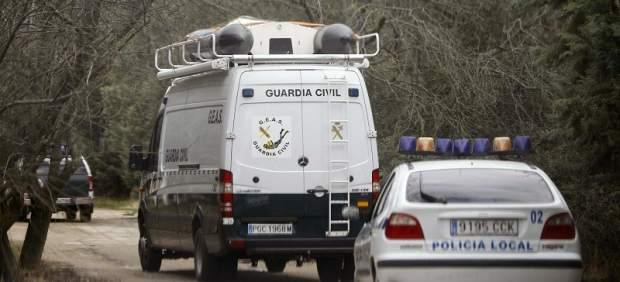 Coche de Policía Local y furgoneta de la Guardia Civil