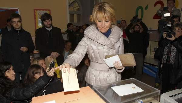 Aguirre deposita su voto
