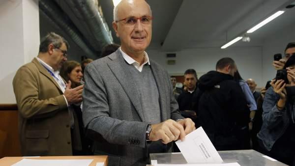 Josep Duran i Lleida, votando