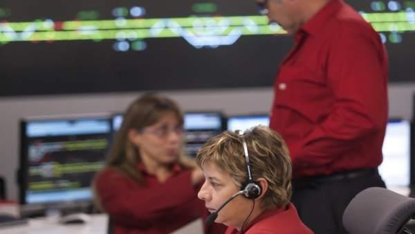 El personal controla el funcionament del FGC.
