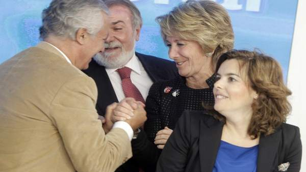 Esperanza Aguirre junto a varios compañeros del PP.