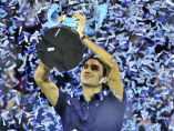 Federer levantando la Copa Masters