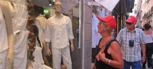 Los turistas extranjeros prefieren las tiendas de ropa y Barcelona para hacer compras