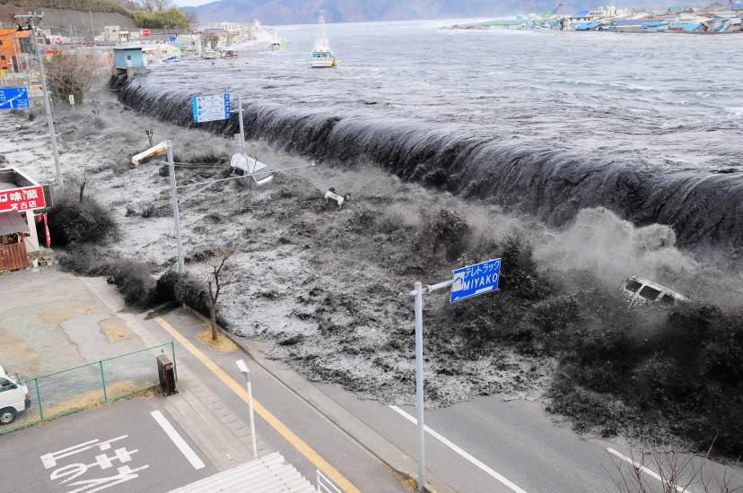 Resultado de imagen para desastres naturales tsunami