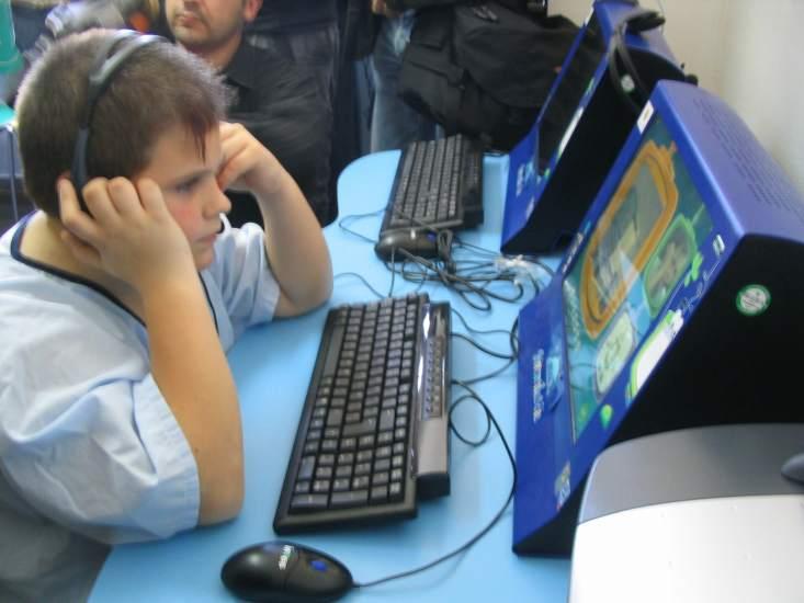 Veintiocho firmas tecnol gicas acuerdan proteger m s a los for M bankia es oficina internet