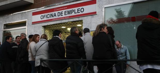 El paro aumenta en noviembre en personas y llega a for Oficina del paro barcelona