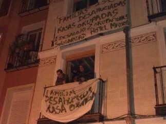 Edificio 'okupado' en la calle Tres Peces de Madrid
