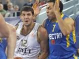 Nikola Mirotic ante el el Maccabi