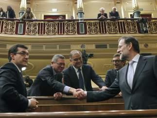 Mariano Rajoy saluda a sus compañeros