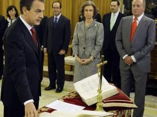 José Luis Rodríguez Zapatero juró su cargo ante el rey y ante la Constitución en 2004