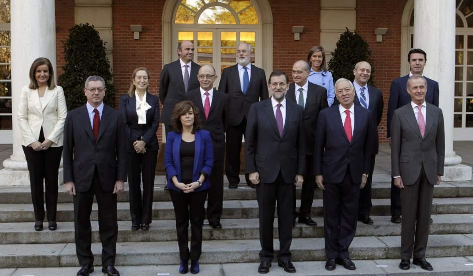 Rajoy preside un primer consejo de ministros protagonizado for Ministros del gobierno