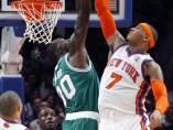 Carmelo Anthony y Brandon Bass